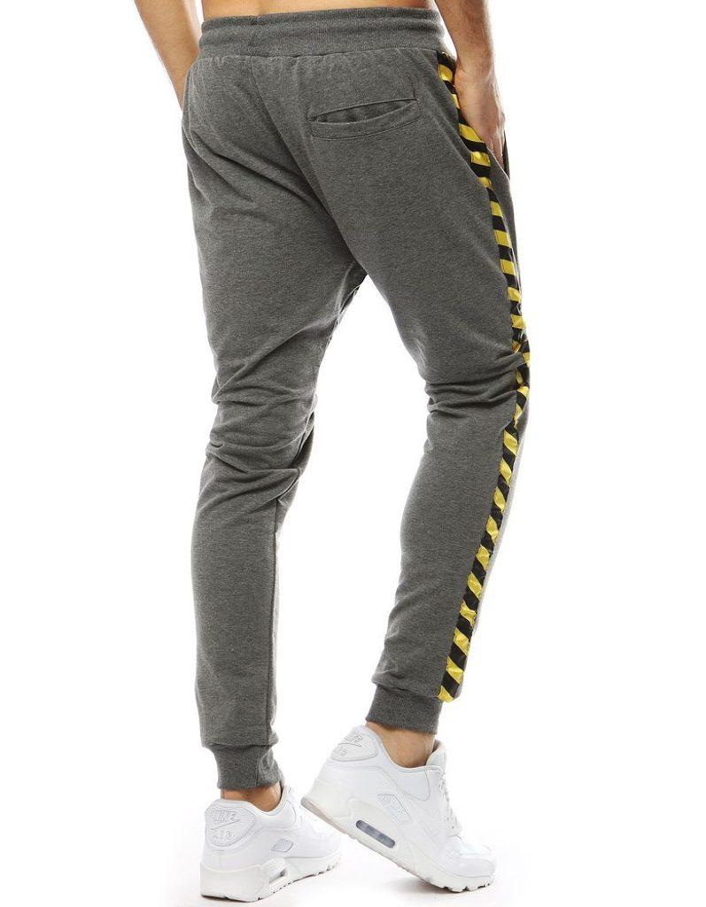 Fekete melegítő nadrág sárga csíkkal
