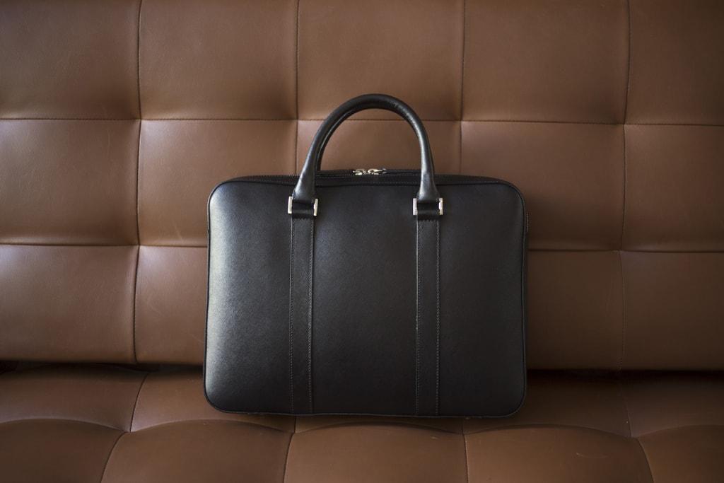 dc4da23c63 Gentleman Store - Kožená slim taška na notebook John   Paul - čierna ...