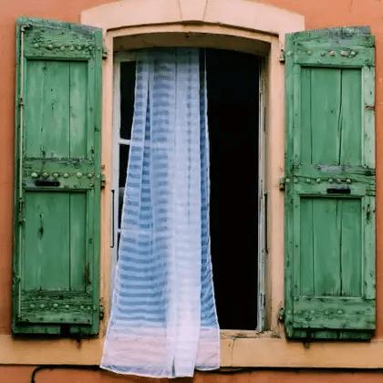 Hogyan lehet kifehéríteni a függönyöket
