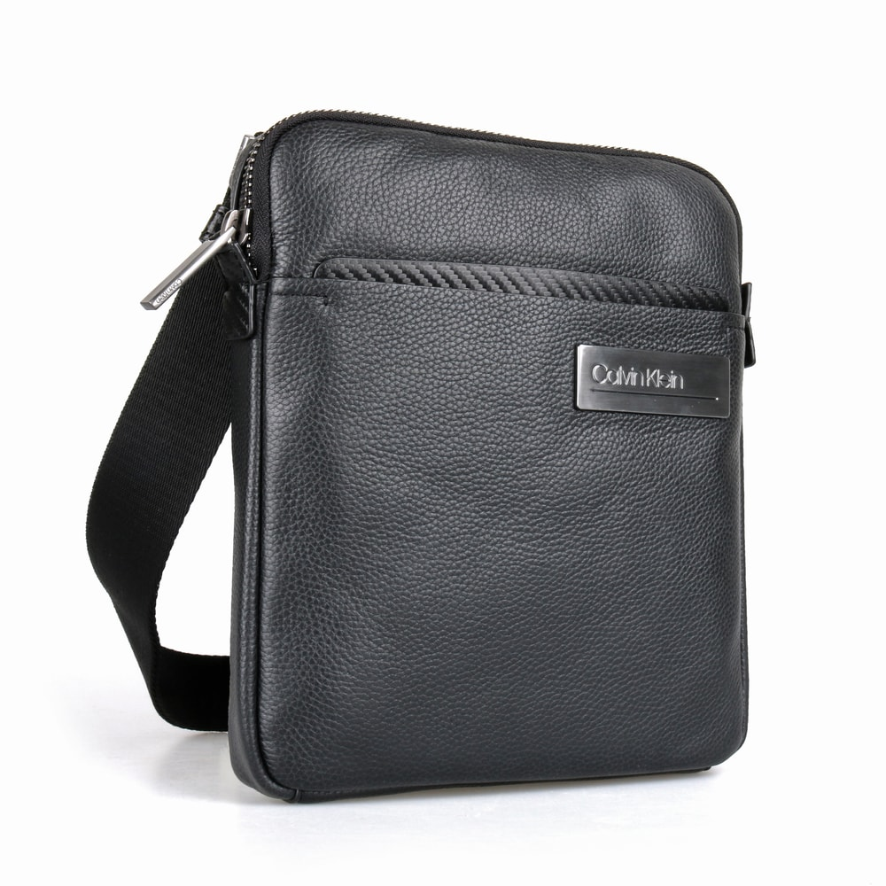 Calvin Klein Pánská kožená taška přes rameno Classic Carbon Flat K50K504789 - černá
