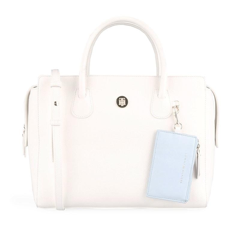 986b59baa1 Elegantná kabelka z novej kolekcie jar   leto 2019 skvele doladí váš outfit  a získa si vás svojím prevedením.