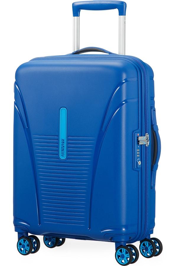 b7386c98ac65c Nadčasové příruční zavazadlo značky American Tourister, které svou  velikostí vyhovuje standardům kabinových kufrů.