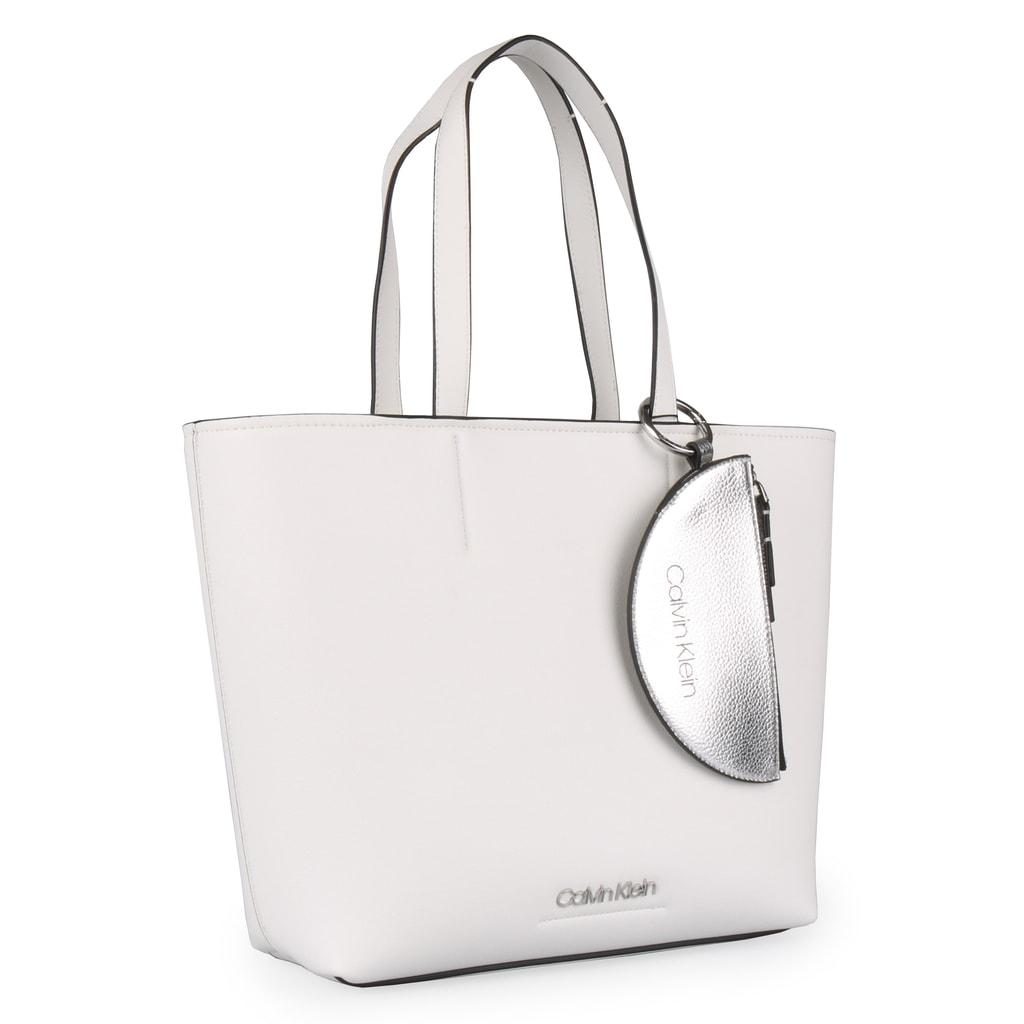 40752a99c555 Elegantní dámská kabelka od oblíbené značky Calvin Klein z nové kolekce  jaro léto 2019 v prostorném provedení.