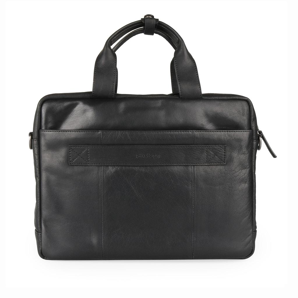 b98aa93e8a Zadní stranu doplňuje zipová kapsa a úchyt pro zavěšení za madlo kufru.