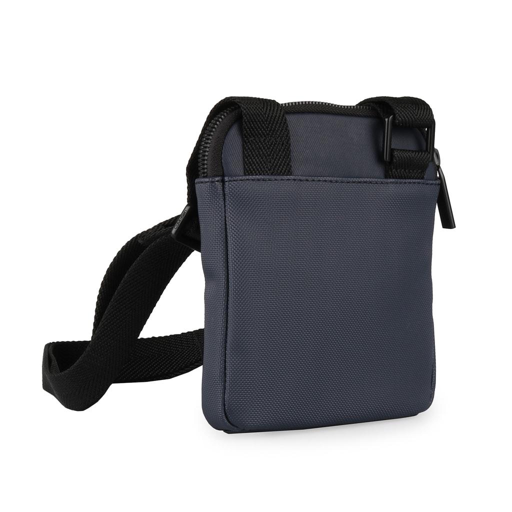ae11e2a423 Pánská taška přes rameno je vybavena nastavitelným popruhem pro nošení přes  rameno nebo crossbody (až 135 cm).