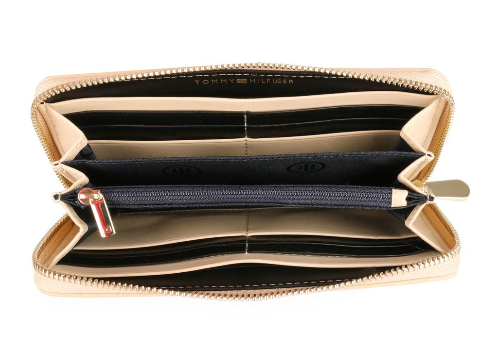 a16994f38e Uvnitř dámské peněženky Tommy Hilfiger najdete 12 přihrádek na karty