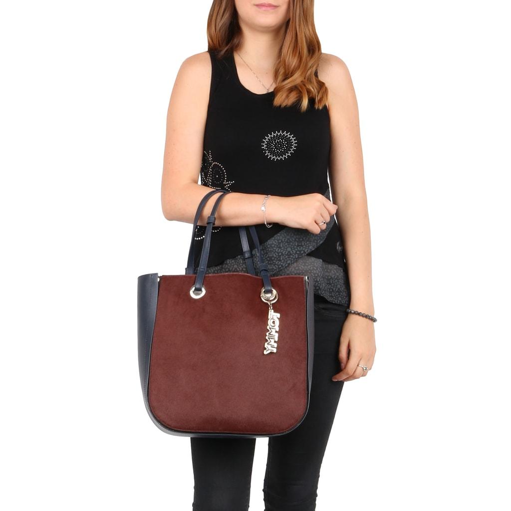 ab0bf14e28 Táto kabelka Tommy Hilfiger je vyfotená na 173 cm vysokej modelke.