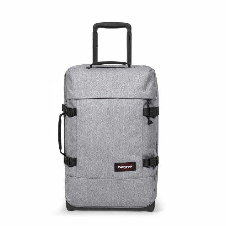 e1376407dfa0d Príručná cestovná taška značky Eastpak na dvoch kolieskach, s integrovaným TSA  zámkom je vyrobená práve z vodeodolného a odľahčeného materiálu.