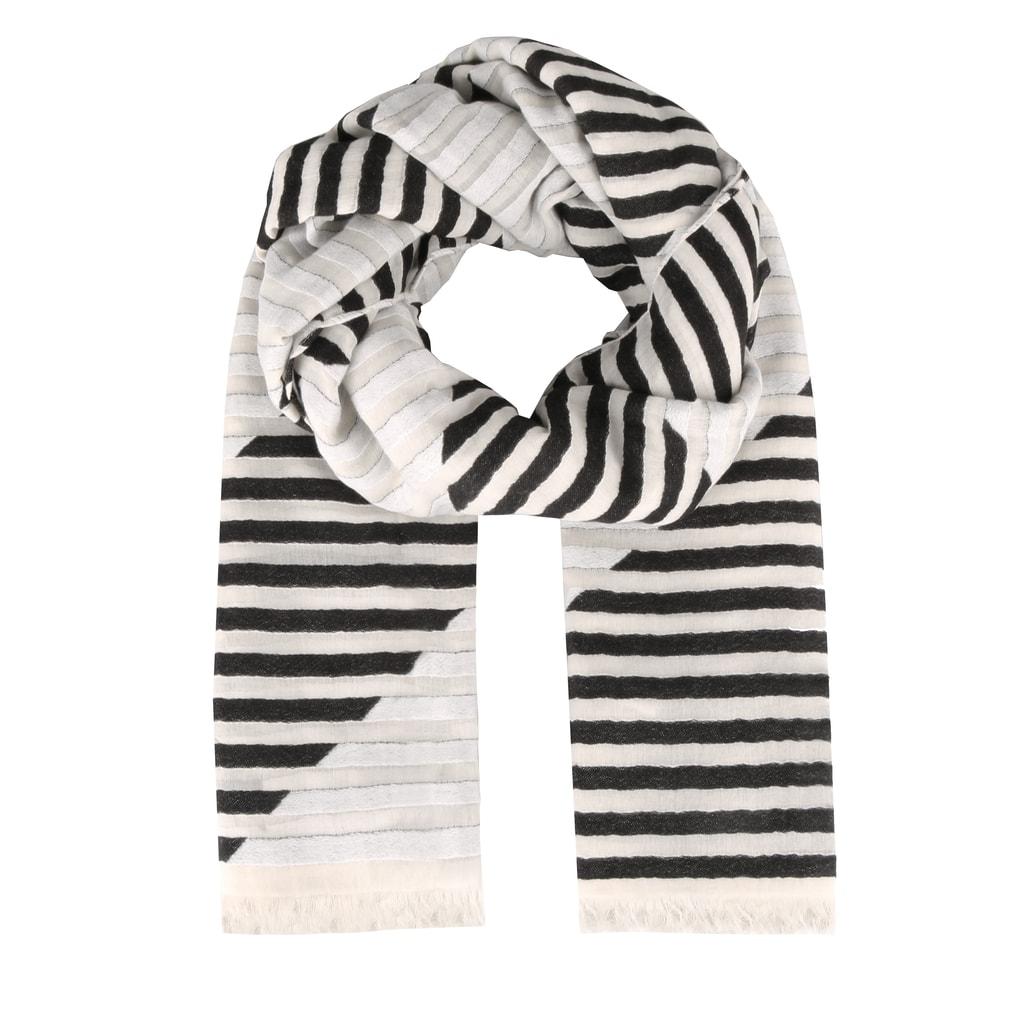 fd13cba7b Zahalte se nejen v chladnějších dnech do promyšleného šátku Calvin Klein v  elegantním provedení, který je díky použití 100% bavlny velmi příjemný na  dotek.