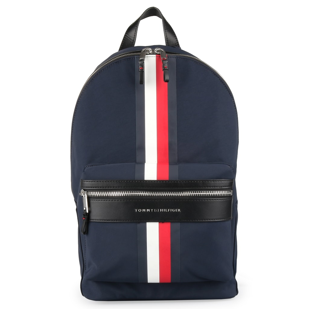 0a9e467ddc Pánsky ruksak od obľúbenej značky Tommy Hilfiger v nadčasovom prevedení aj  s vystuženou priehradkou na notebook a tablet.