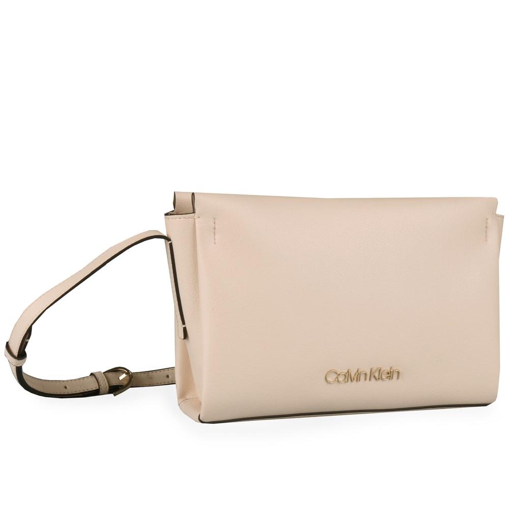 33cdbfeb0d Dámská crossbody kabelka Calvin Klein v praktické velikosti krásně oživí  váš outfit.