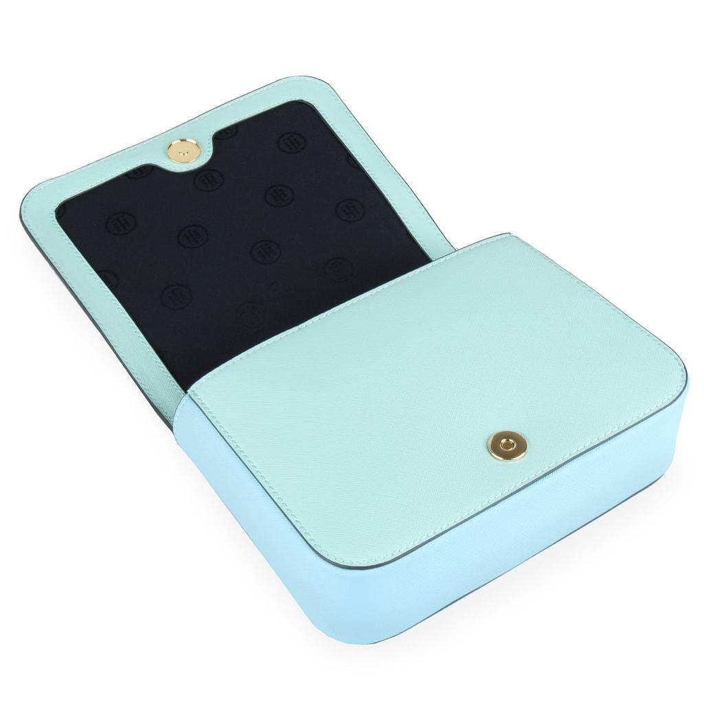 0feabf01e Hlavní kapsu dámské kabelky Tommy Hilfiger zapnete bezpečně klopnou na  magnet.