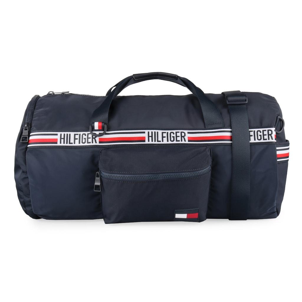 77f03aa969e31 Praktická športová cestovná taška a ruksak 2v1 od obľúbenej značky Tommy  Hilfiger.