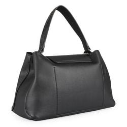 23d05205fc ... Elegantná dámska kabelka z novej kolekcie jar   leto 2019 značky Calvin  Klein je skvelá na Možno ju nosiť cez rameno alebo v ruke.