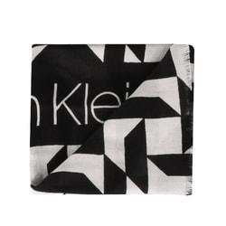 1a6a0b940f Dámska šatka Calvin Klein je obdĺžnikového tvaru s rozmermi 180 x 50 cm.