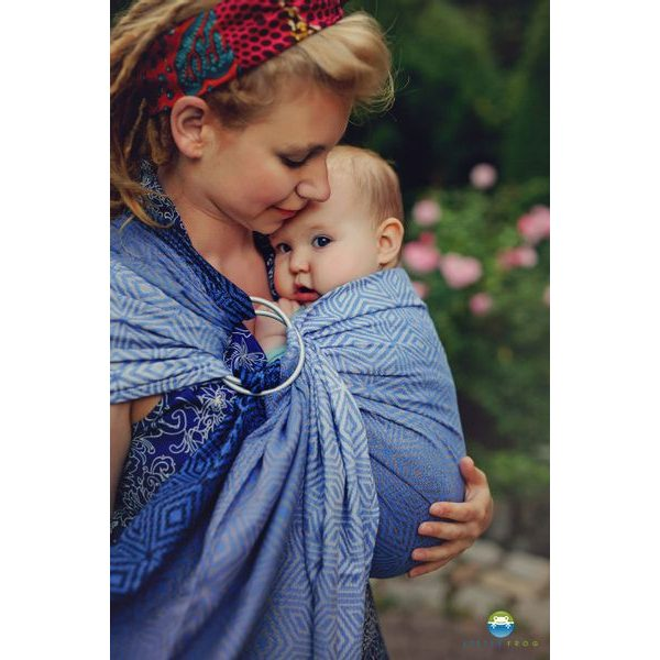 LITTLE FROG RING SLING - MARINE CUBE - S - LITTLE FROG /BELOVED SLINGS RING SLING{% if zbozi.kategorie.adresa_nazvy[0] != zbozi.kategorie.nazev %} - ŠÁTKY{% endif %}