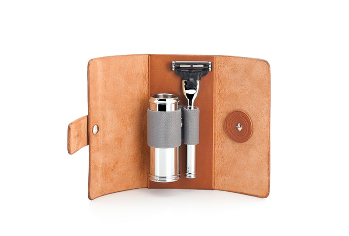 Mühle Travel Leatherbag with Mach 3 Razor and Shaving Brush