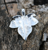IVY LEAF SILVER PENDANT ALMANDINE - MYSTICA SILVER COLLECTION - PENDANTS