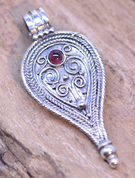 ROMAN PENDANT, II. CENTURY, STERLING SILVER - FILIGREE AND GRANULATED REPLICA JEWELS