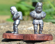 DWARF WITH A BASKET, HISTORICAL TIN STATUE - MINIATURES EN ÉTAIN