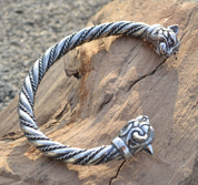 CELTIC CAT, STERLING SILVER BRACELET, 36 G. - FORGED JEWELRY, TORCS, BRACELETS