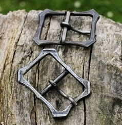 Forged buckle for leather belts