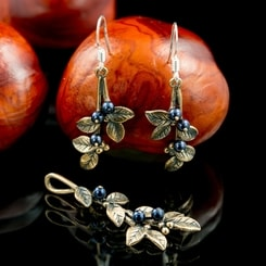 Blueberries, jewellery set, bronze