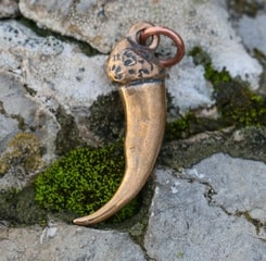 WOLF CLAW, pendant, bronze