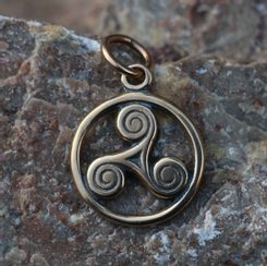 Celtic Triskele, small pendant, bronze