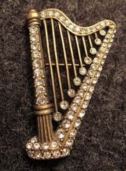 IRISH HARP, costume brooch