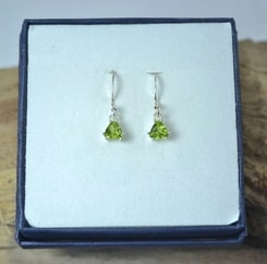 TRIANGULAR - Peridot, sterling silver earrings