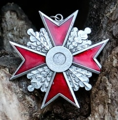 Maltese Cross, red, pendant