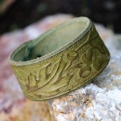 Oak Leaves, leather Bracelet - green