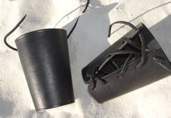 LEATHER BRACERS - black