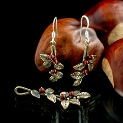 Cranberries, jewellery set, bronze