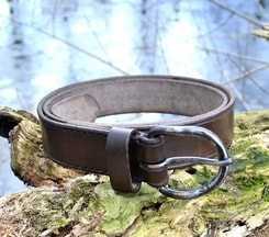 SIMPLE LEATHER BELT WITH FORGED BUCKLE
