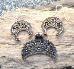 LUNULA, bronze Dark Age jewellery set, replica