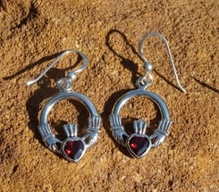 CLADDAGH EARRINGS with hooks, garnet, silver 925