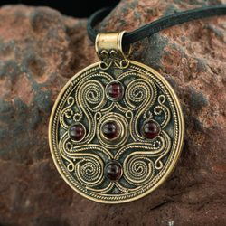 BATTERSEA, luxurious Brythonic pendant, garnet, bronze