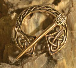 BRONZE KNOTTED BROOCH