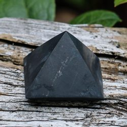 Shungite Pyramide, The Stone of Life, Russia 3 cm