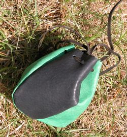 LEATHER POUCH - green