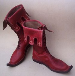 NOTTINGHAM, medieval boots - red