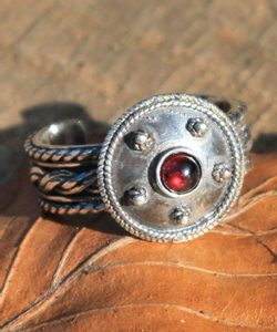 ANTICA ROMA, sterling silver ring with garnet