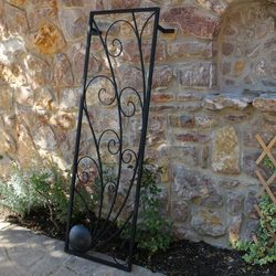 COMET - TRELLIS Forged Garden Décor