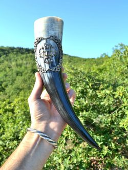 DRINKING HORN WITH A GREEN MAN