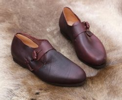 HASTEN, leather viking shoes