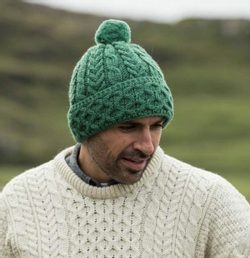 HONEYCOMB & CABLE HAT with POM POM, unisex, merino wool, green