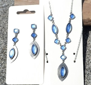 DORIS, NECKLACE, BLUE GLASS - COSTUME JEWELLERY{% if kategorie.adresa_nazvy[0] != zbozi.kategorie.nazev %} - JEWELLERY{% endif %}