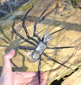 BLACK WIDOW, FORGED SPIDER FIGURE WITH GLASS - FORGED PRODUCTS{% if kategorie.adresa_nazvy[0] != zbozi.kategorie.nazev %} - SMITHY WORKS{% endif %}